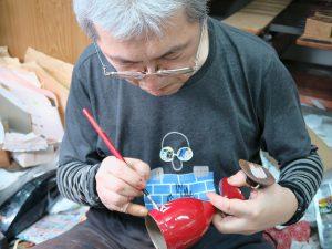 グラス(口にするもの)には天然漆に顔料を混ぜたもので絵付け